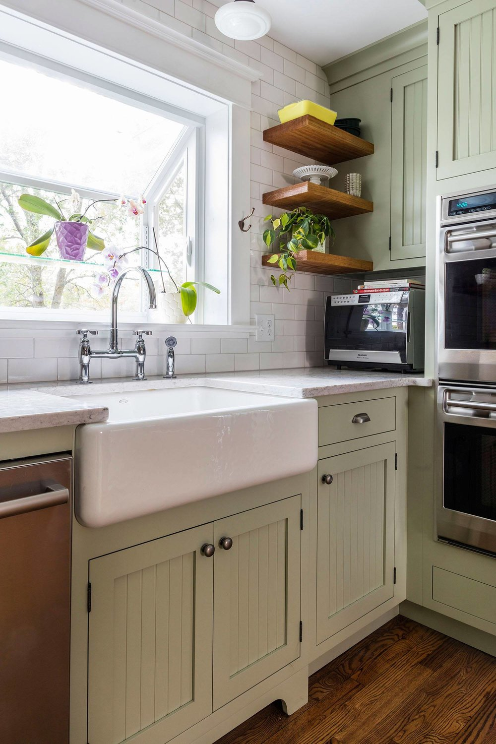 modern-vintage-kitchen-apron-sink-white.jpg
