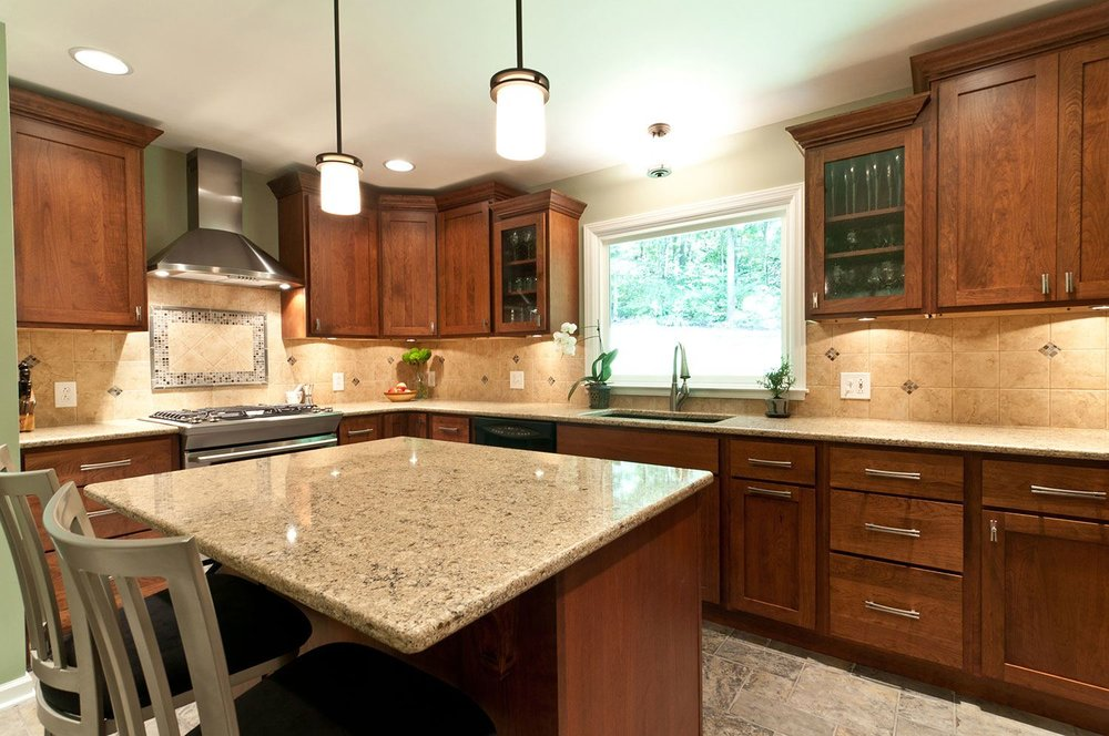 cherry-shaker-kitchen-glass-front-cabinets.jpg