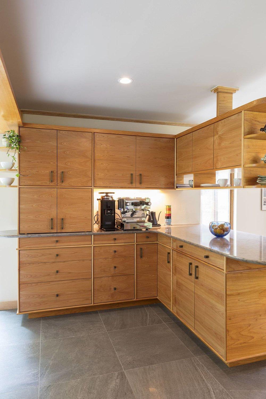 crafstman-oak-corner-cabinets.jpg