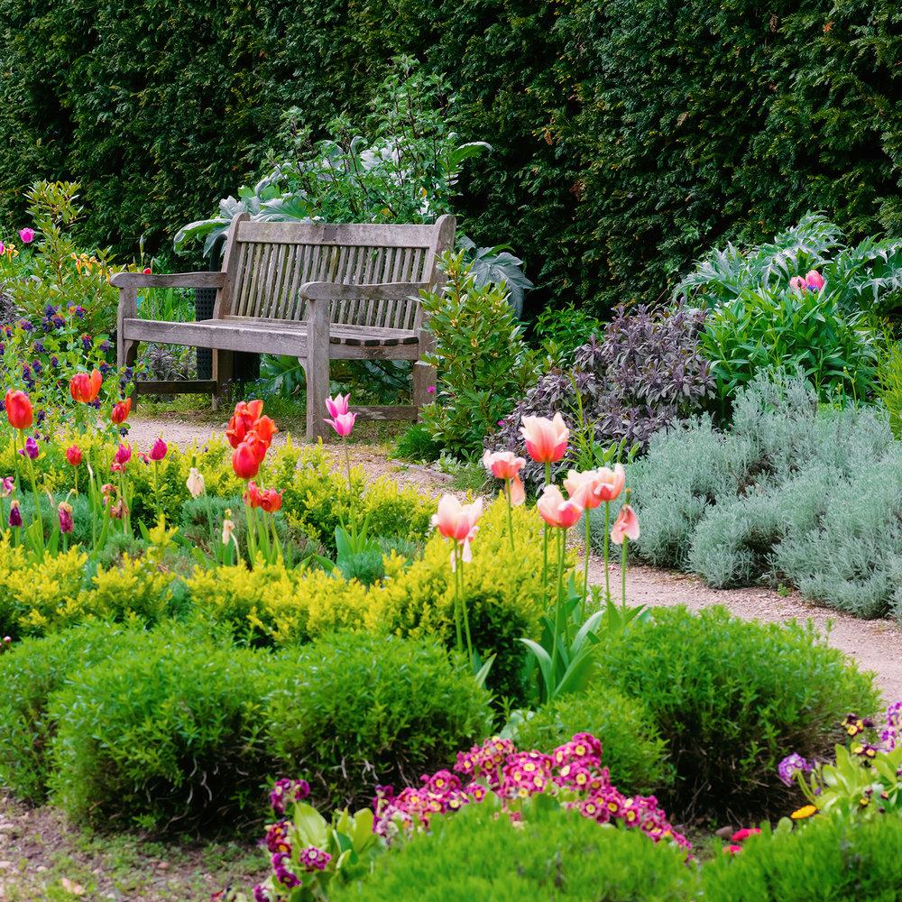 garden_bench.jpg