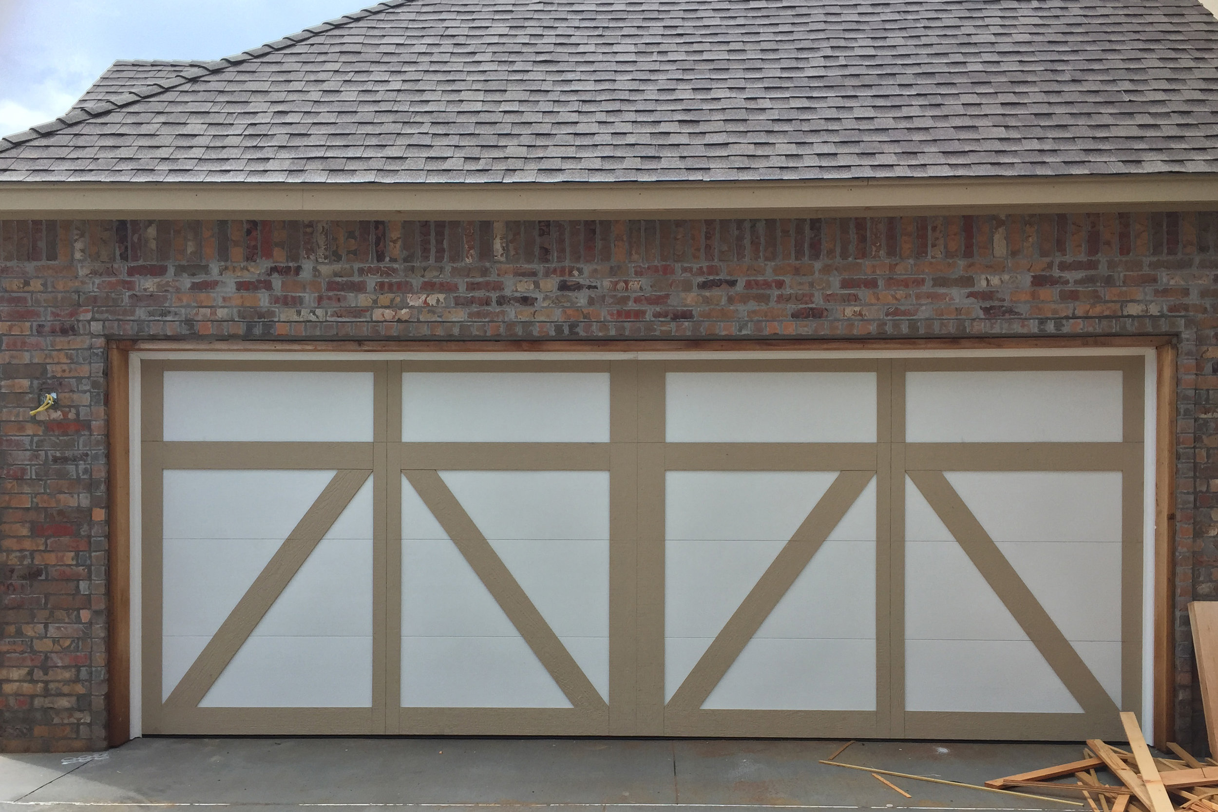 3 Time-Tested Garage Door Materials to Give Your Home a Facelift & Time-Tested Garage Door Materials to Give Your Home a Facelift Pezcame.Com