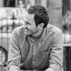 Mauricio Issa - Se autoproclamó enamorado de las motocicletas y también diseñador industrial e ingeniero de la Universidad ICESI en Cali, Colombia. Pasó 2 meses en Italia dominando la habilidad de comer pizza y haciendo un curso de verano de Diseño de Producto en la Nuova Accademia di Belle Arti en Milano. Los galardones de Mauro incluyen premios de diseño de productos como Haceb Projecta, A 'Design Award, Red Dot y European Product Design Awards. Es apasionado por el diseño significativo y relevante y el impacto que podría tener en las personas y las organizaciones.