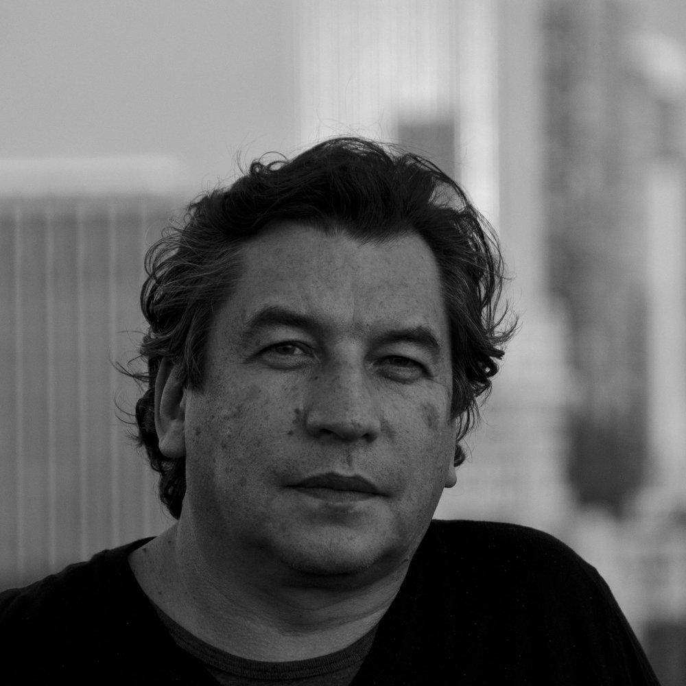 Alberto Mantilla - Alberto tiene más de 25 años de experiencia en diseño industrial y es socio fundador de CURVE ID. Ha ganado muchos premios de diseño, incluidos dos premios IDEA, la