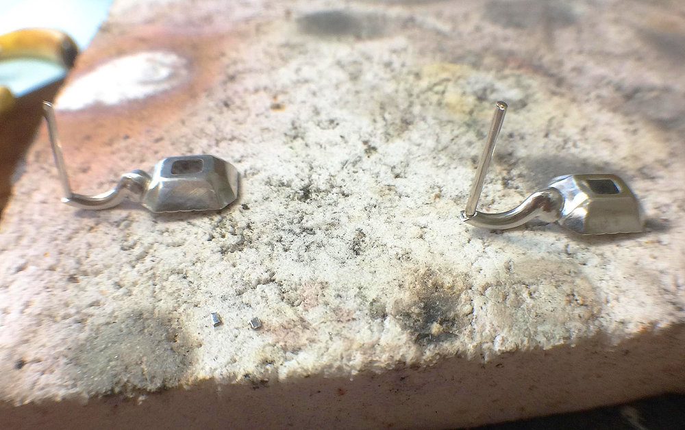 The posts in platinum are soldered into the earring