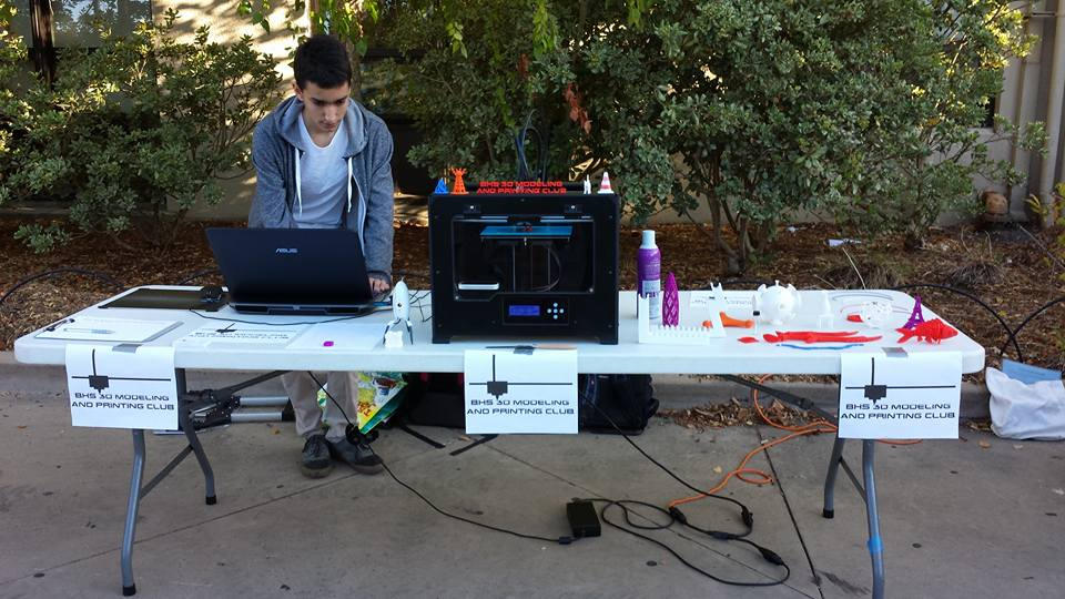 My table at the club fair with an operating 3D printer