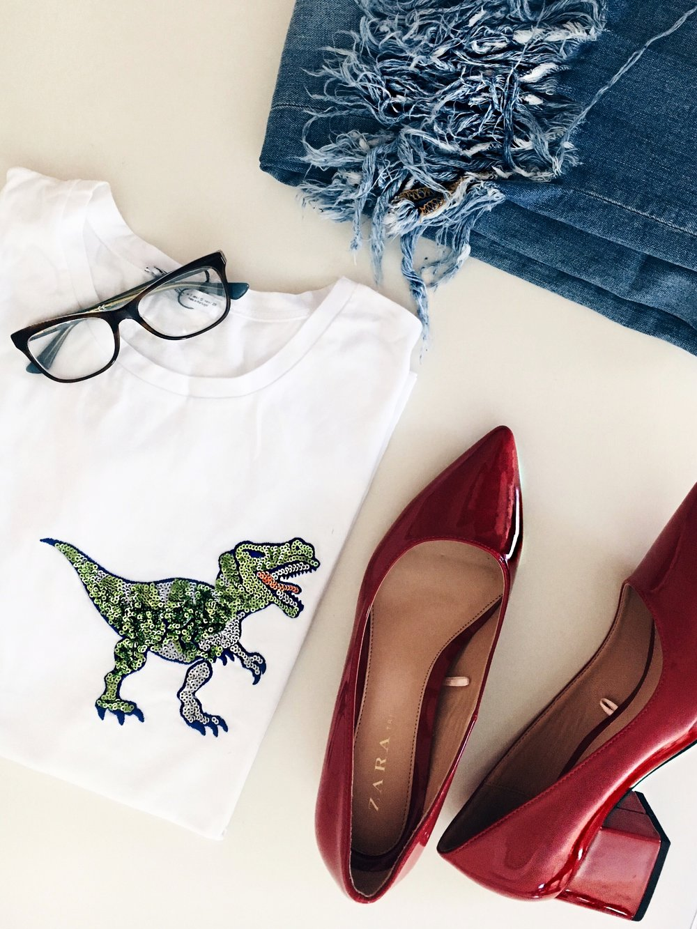 Top: Zara, Jeans: Zara, Shoes: Zara, Glasses: Vogue Eyewear
