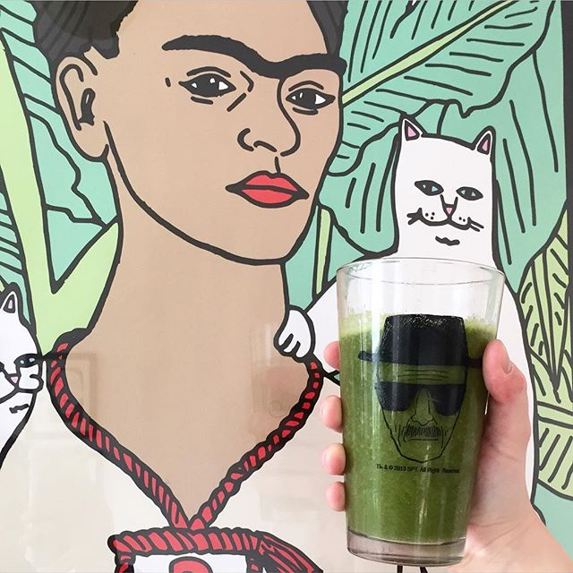 Local artist @annadwilliams  finally reveals her amazing secret juice recipe- made with our Automatic Veg Juicer- 1c banana  1c strawberries 2c spinach 1 apple 1/2c pomegranate juice  1 tbs lemon juice