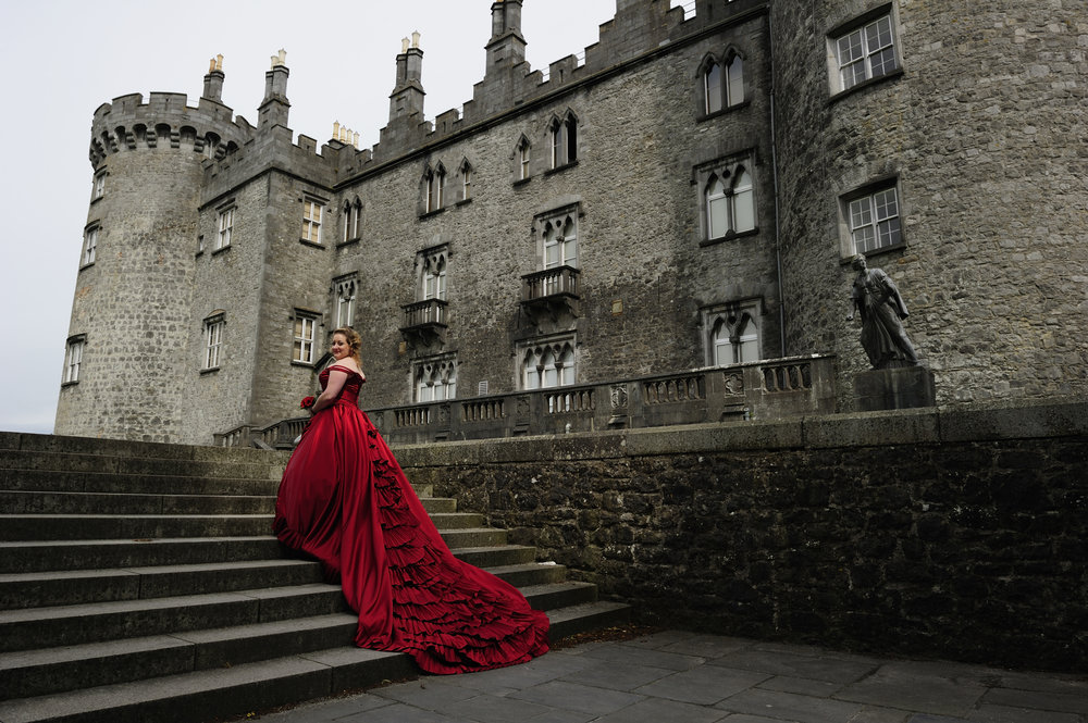 See Audra's stunning red ball gown and castle wedding in Ireland.  Thanks to Audra and her Photographer   for allowing us to share these images.