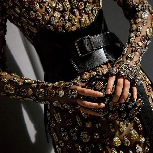 [@alexandermcqueen ]••• Love the juxtaposition of the intricate embroidery and the leather corset belt on this dress. And yes, those are beetles 😍