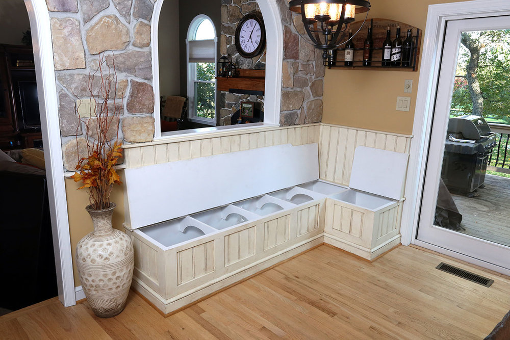 The bench top lifts up to reveal additional storage space inside.