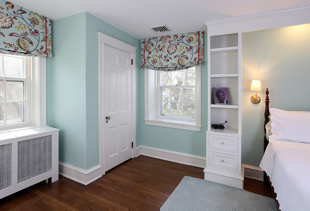 The left side of the bedroom has a matching built-in bookshelf. The closet shown here is the original closet from the first picture with the door swing reversed.