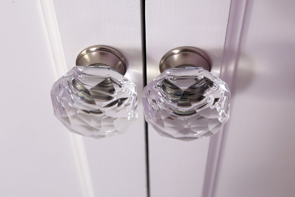 The client opted for these crystal knobs with a satin nickel base for their hardware.