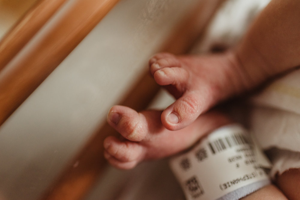 Peoria IL's premier birth and newborn photographer, offering fresh 48 hospital lifestyle sessions throughout Central IL.