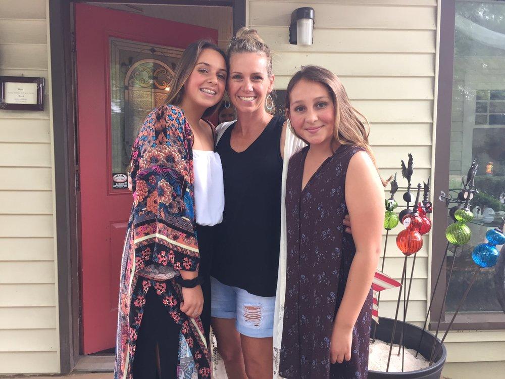 Dara with daughters Hannah + Kaya