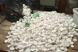 Precious Plastics - Lær om plastgenanvendelse og få selv fingrene i Precious Plastic-maskinerne, kværn og støb dit bidrag til en grønne verden.workshopholder: Von Plast