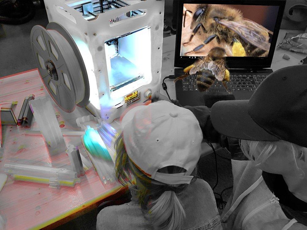 Hiveopolis: bibo til byen - Det er hårdt at være bi i storbyen, hvor der ikke er plads til at bygge bo. Derfor eksperimenterer Asya med at 3D-printe biboer af naturmaterialer, så de små bestøvere kan få tag over hovedet.workshopholdere: Asya Ilgün og Hiveopolis