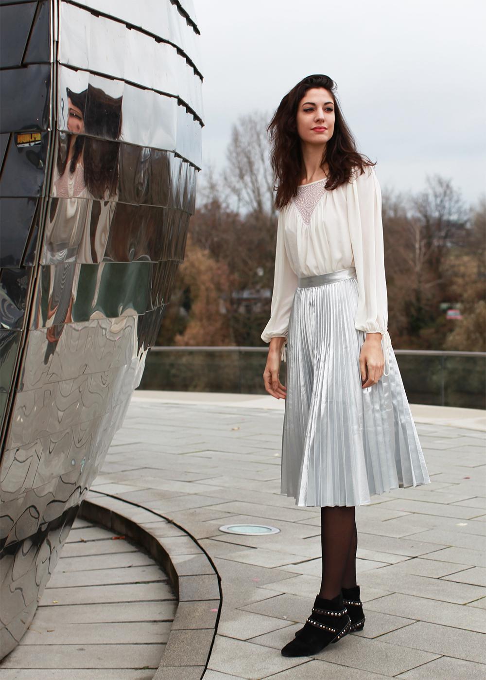 silver skirt outfit, closet london, brand, hyatt düsseldorf, pebbles bar