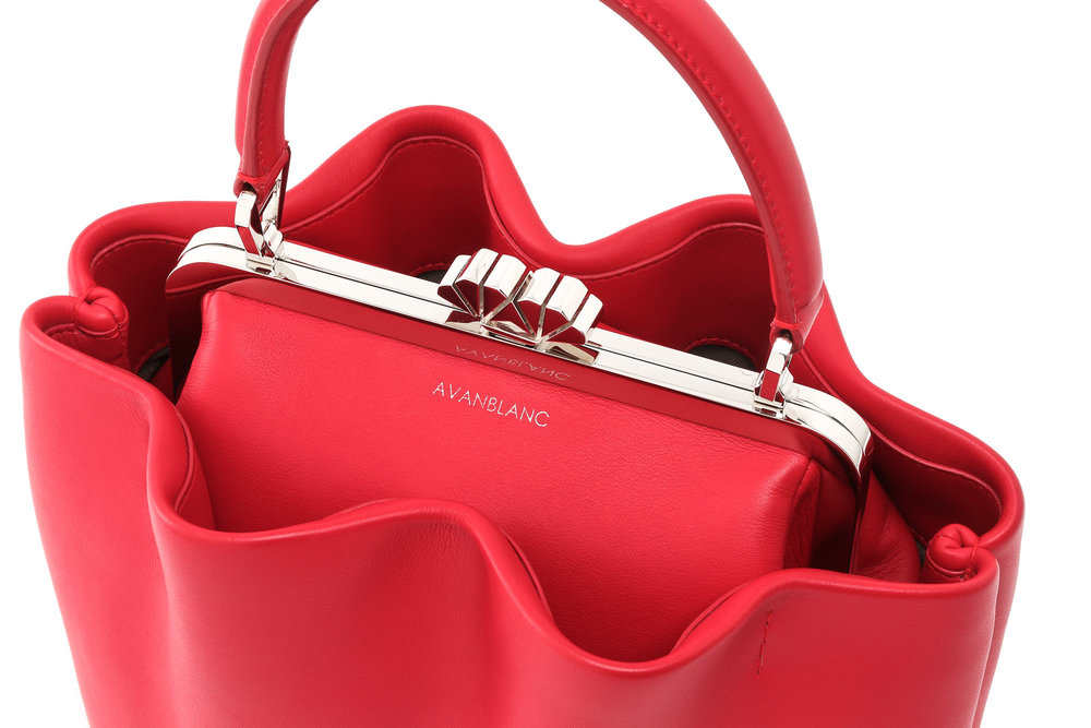 Red statement bag, incredible bag design, italian accessoires