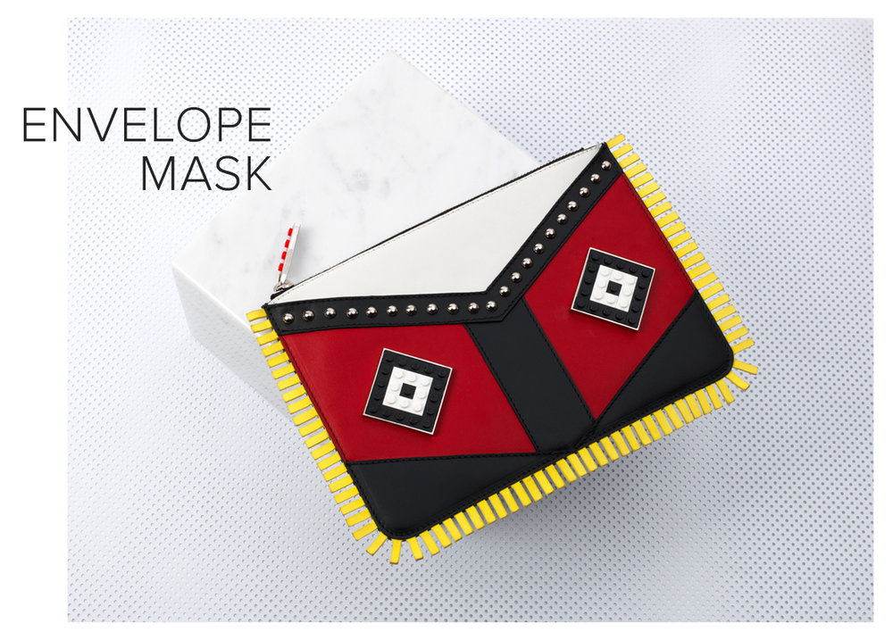 les petits joueurs, envelope mask, bag with eyes