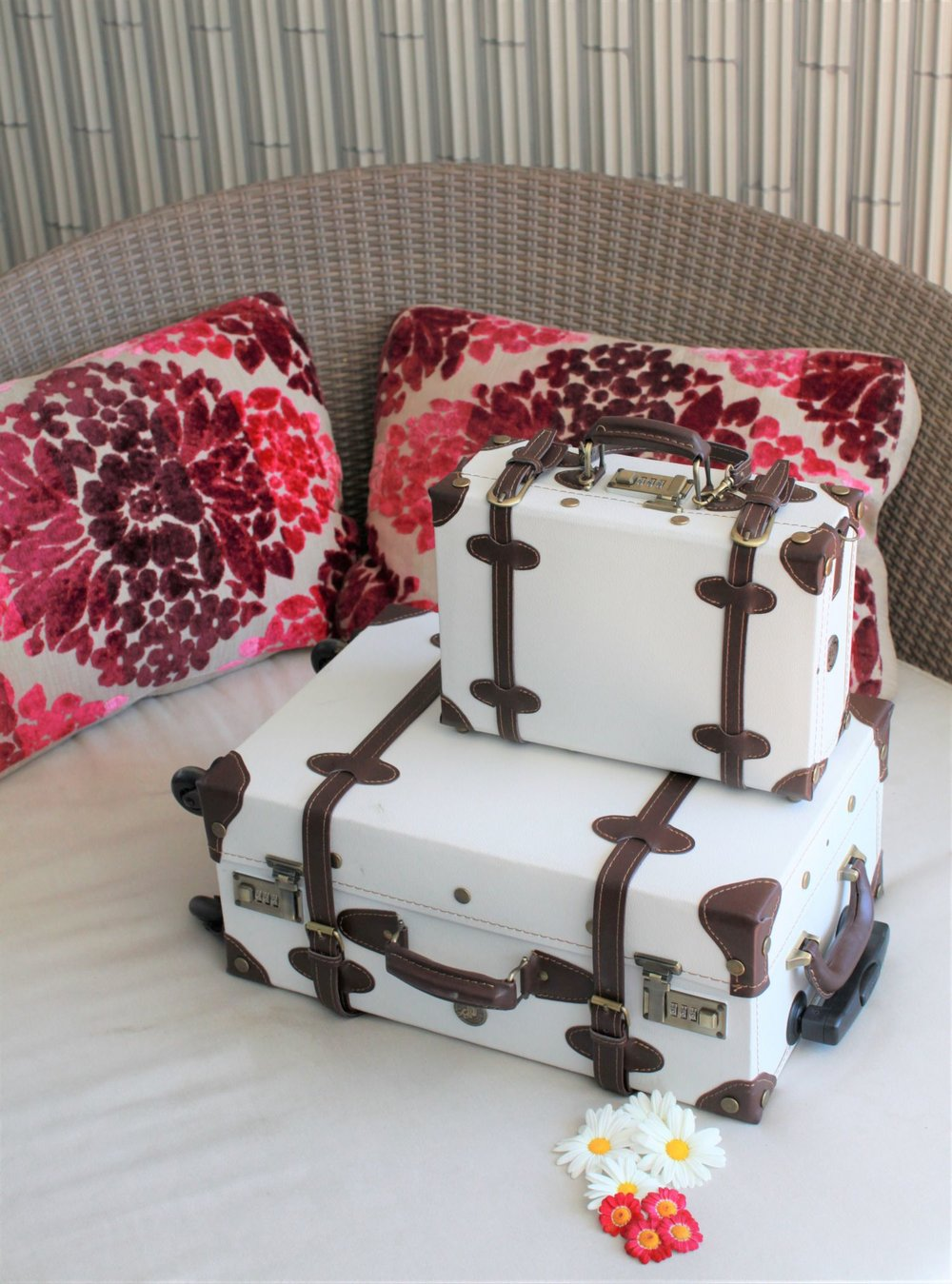 Beautiful vintage design luggage set - lightweight 4 wheel suitcase and kids suitcase or messenger