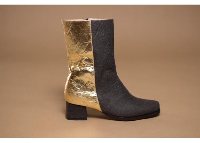 Vegan boots made of sustainable material