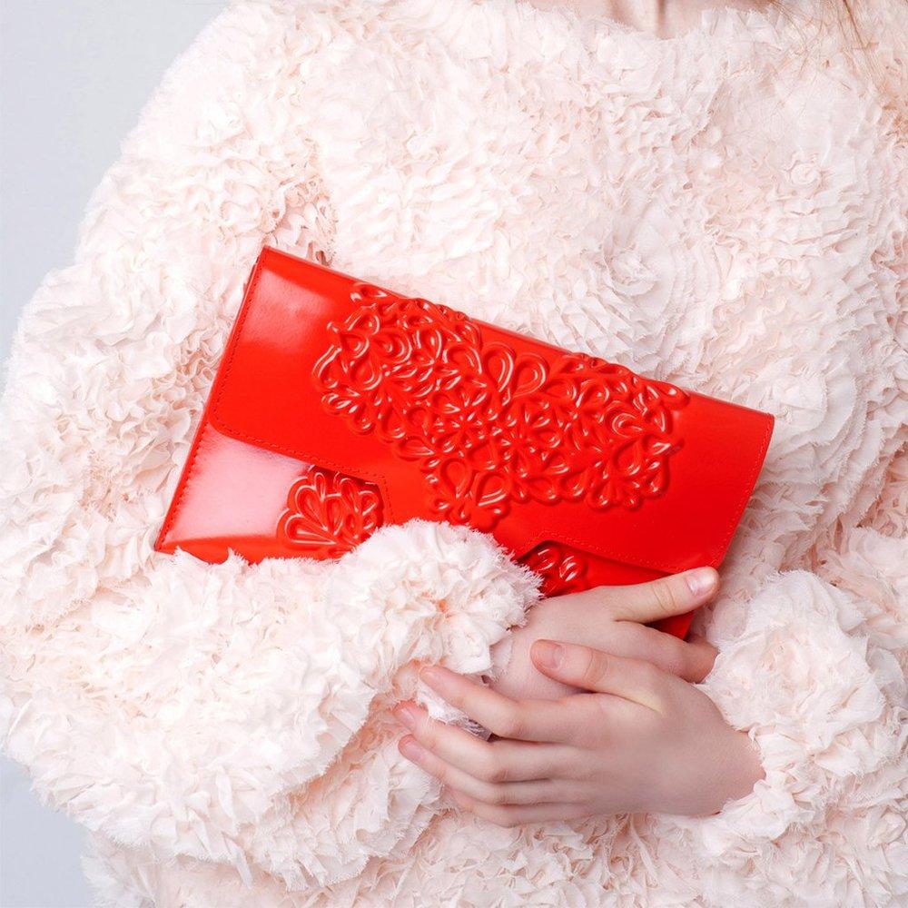 Beautiful vegan bag in red with relief print