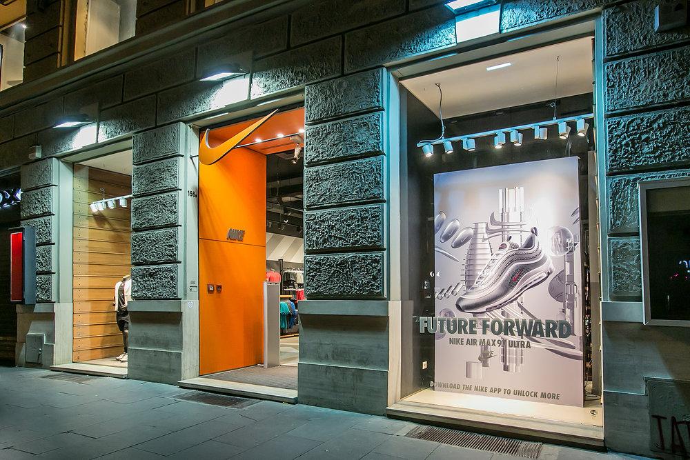 quite nice 7f1c8 3b708 Share. ← Retail Branding AW LAB Rome + Milan Campaign NIKE AIRMAX   ...