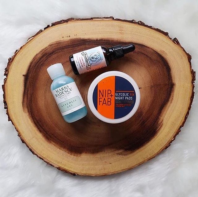 Our vitamin C & E corrective night oil is works wonders to hydrate and correct uneven skin tones. Tell us what's your #BeBarefaced evening skincare routine this #skincaresunday below!  Photo: @chanelleknows
