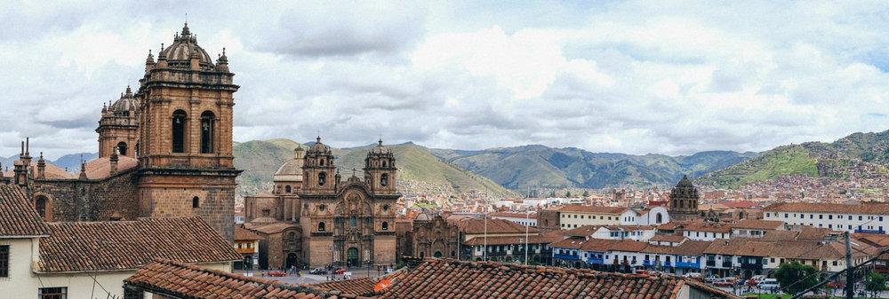 Cusco_Panorama_Igrejas.jpg
