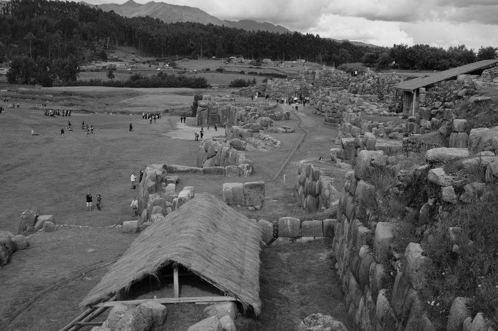 Não se sabe se o complexo de Sacsayhuaman era militar ou religioso. De qualquer forma é impressionante.