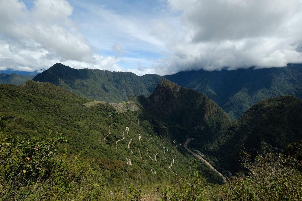 Estrada que o ónibus sobe para chegar às ruínas de Machu Picchu - Fuji XT2