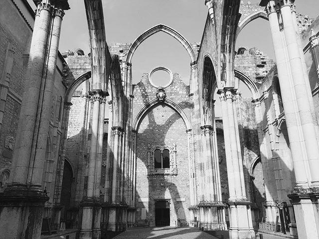 Fantastic place . . . . #igrejadocarmo #lisbon #vsco #bw #portugal #architecture #ruins #medieval #ancient #stone #religion #trip