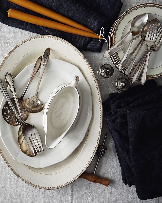Prop lovers, dinner party hosts, and holiday shoppers! @kiracorbin is having a holiday sale filled with vintage silver plate and serving pieces, hand dyed vintage jacquard linens, and hand dipped tapers. Shipping and local Portland pick up available. Link in her profile!