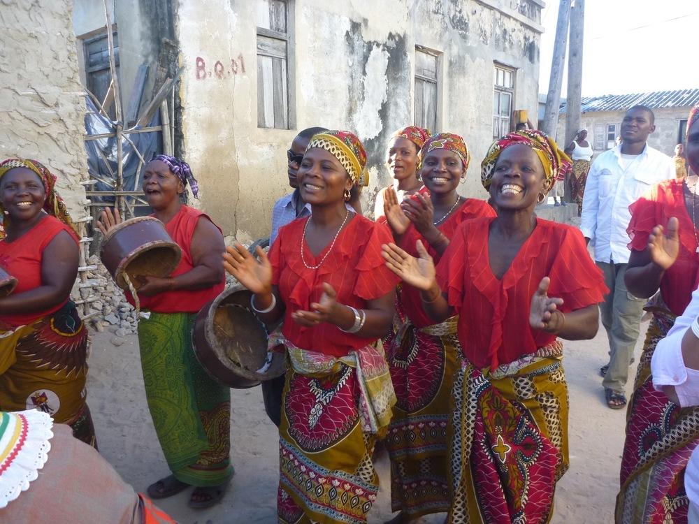 Women performing, Isla de Moçambique