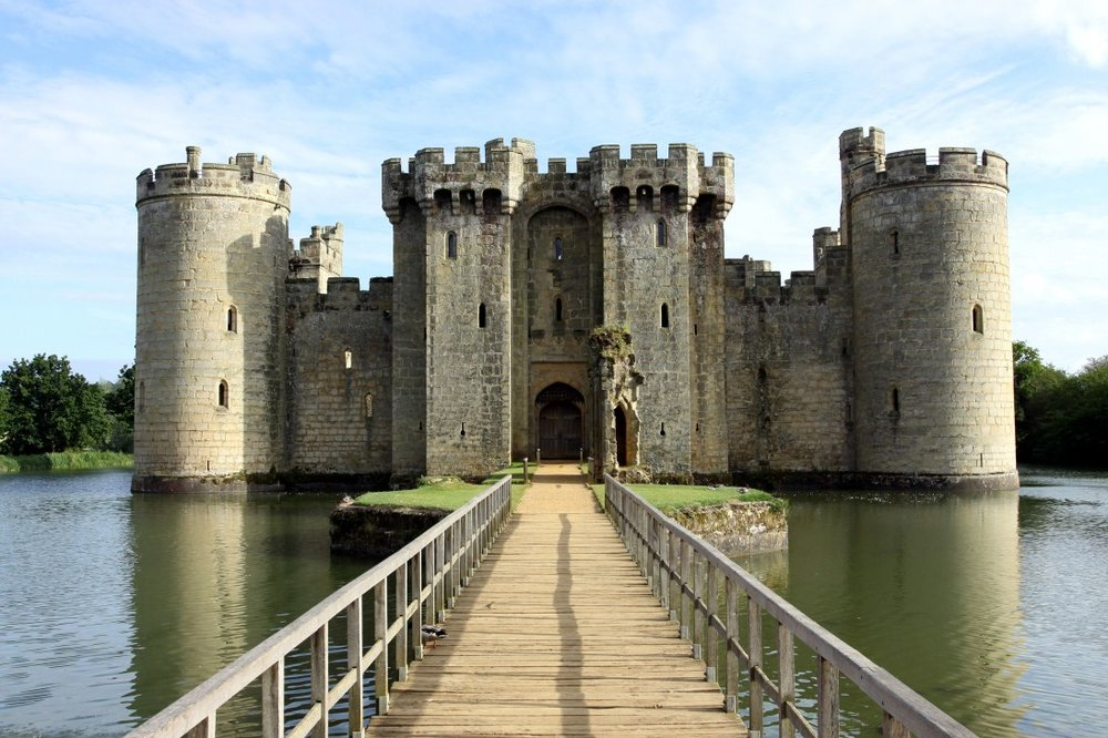 Bodiam Castle with Moat web.jpg