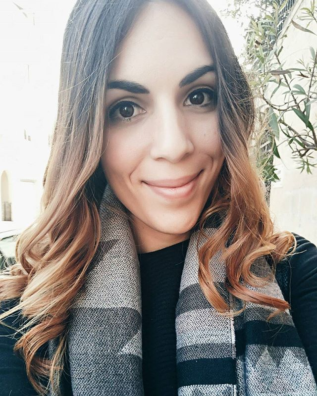 """A woman who changes her hair is about to change her life"" 😂❤💇 #hairchange #balayage #caramelbalayage #changeisgood #selfie #photooftheday #travelblogger #embracechange #positivevibes #curls #wavyhair"