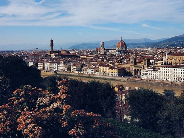 Favourite spot in Firenze 😍 I'll never get tired of this view ❤ #firenze #duomo #piazzalemichelangelo #view #cityview #tinyhouses #travel #travelblogger #instatravel #instagood #wanderlust #europe #italy #dreamandwander #featurethis #featureme #photography #photooftheday #followback