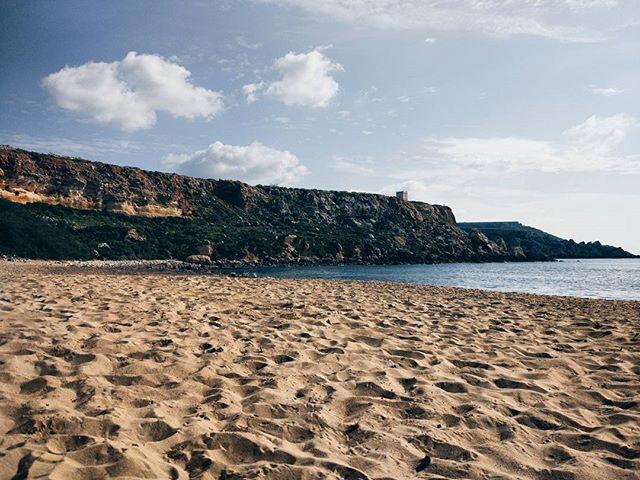 How lucky am I to have this beautiful beach to myself 😍🙏🌍 #malta #beach #sandy #beauty #nature #love #travel #travelblogger #instatravel #dreamandwander #lovinmalta #traveltribe #wanderlust #peace #goldenbay