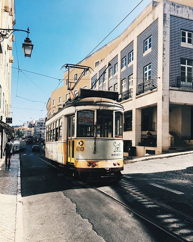 The beauty of Lisbon ❤✈🌍 #lisbon #portugal🇵🇹 #tram #tram28 #colours #ceramics #travel #wanderlust #instatravel #travelblogger #dreamandwander #photography #travelphotography