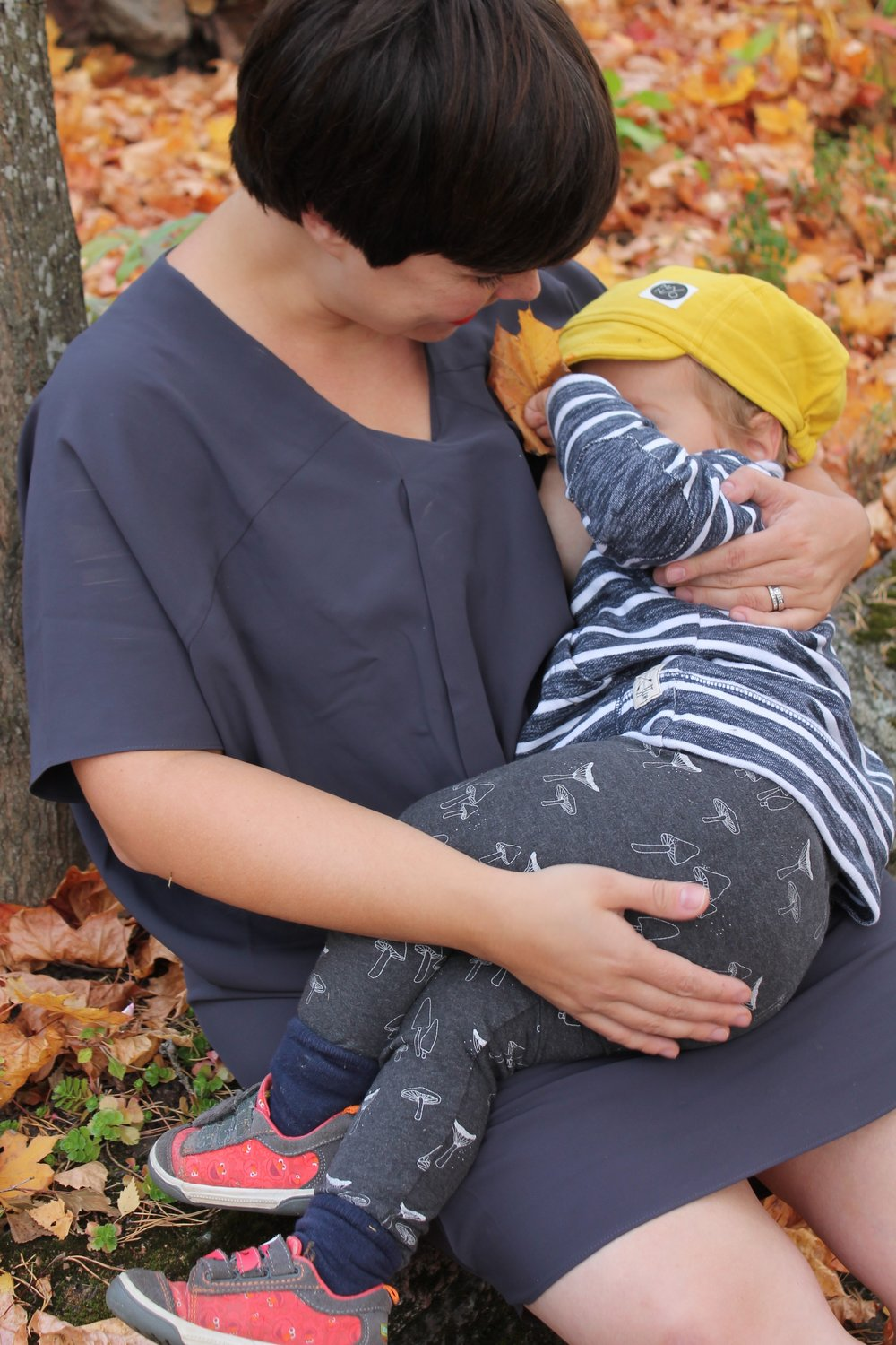 Emma breastfeeds with ease in the Elif Dress Photo by Laura Bermingham
