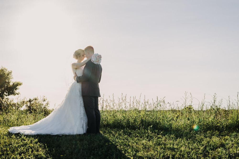 sunset-wedding-couple-ottawa