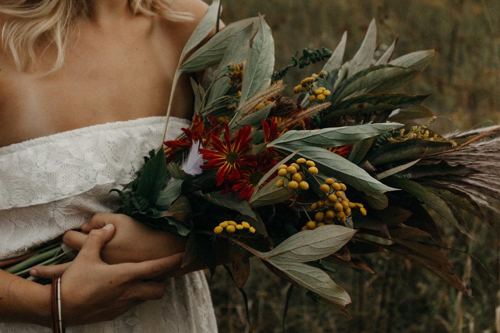 rustic-florals-ottawa-wedding-photographer