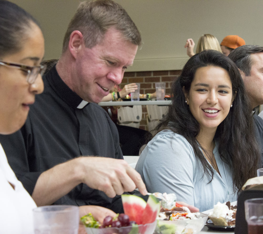 Father Bill VanderWerff joins Hope College students for dinner before an annual blessing of dorm rooms. Photo by Aaron Estelle.