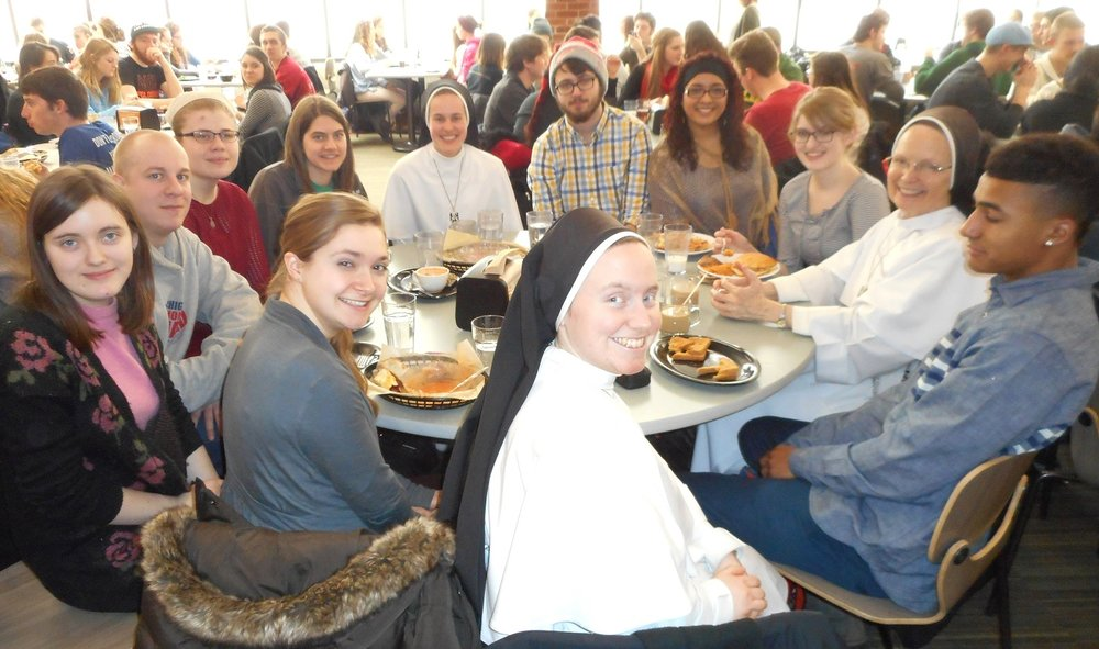 Hope College students enjoying lunch with the Ann Arbor Dominican sisters before their Advent retreat.
