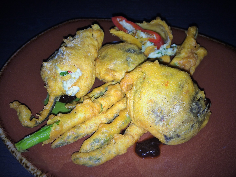 Assiette of pakora fried vegetables