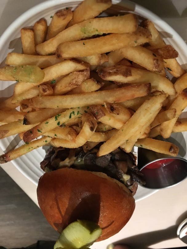 St Petersburger Deluxe -- 'Merican cheese, applewood-smoked bacon, caramelized onion, mushrooms, and herbed duck fat fries