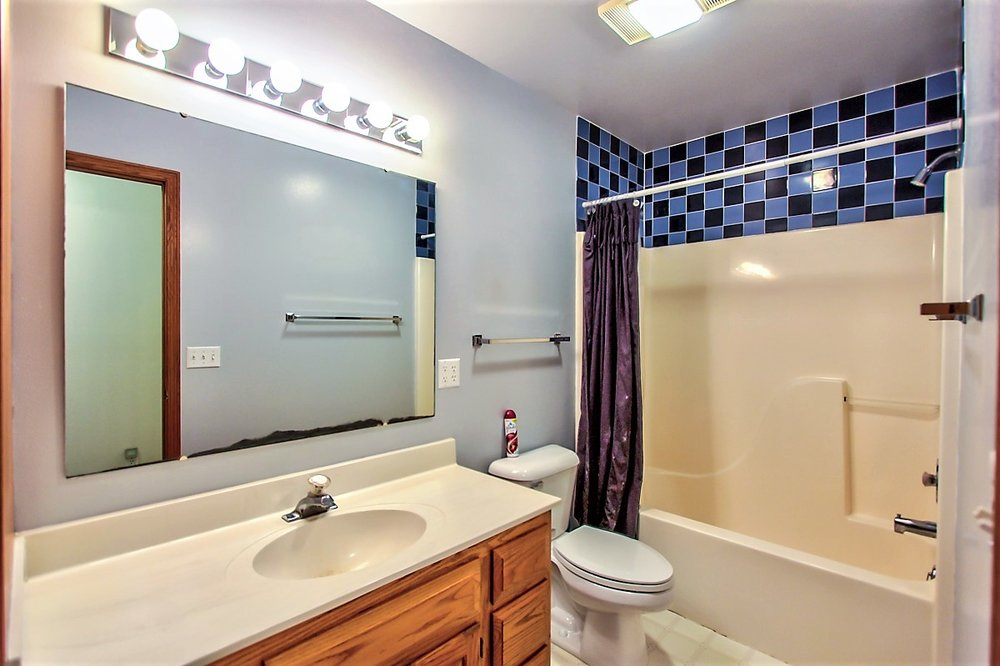 1525 Wayridge Dr-Full bath.jpg