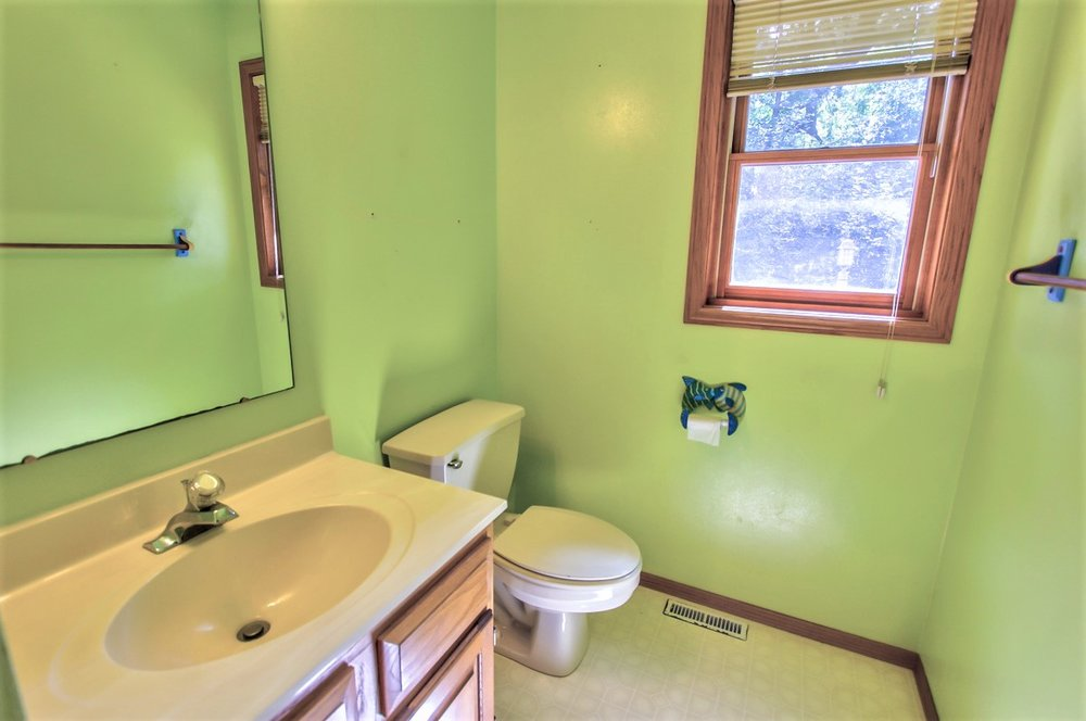 1525 Wayridge Dr-half bath.jpg