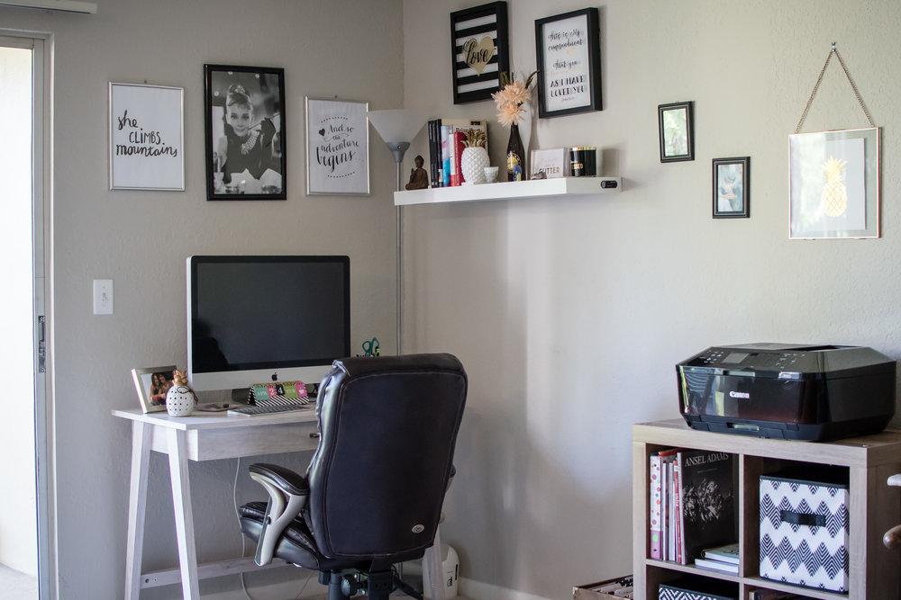 photographer-workspace-black-white-gold-office-decor-1.jpg
