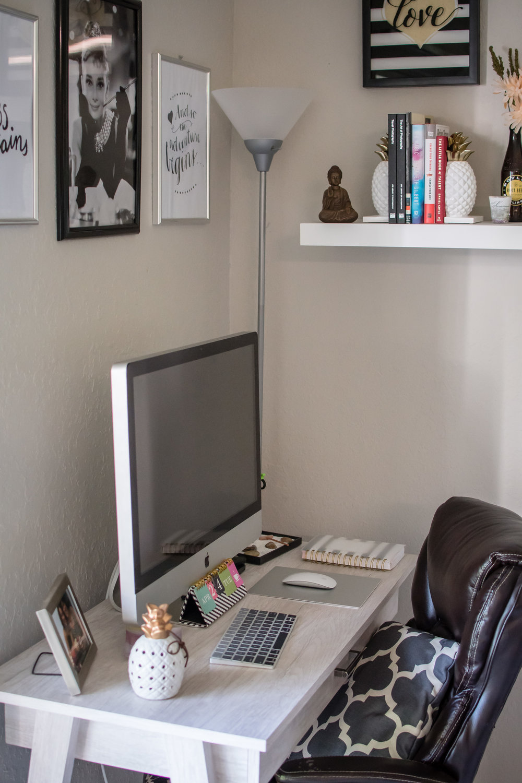 photographer-workspace-black-white-gold-office-decor-10.jpg